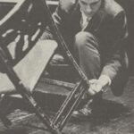 Gould regola la sua sedia