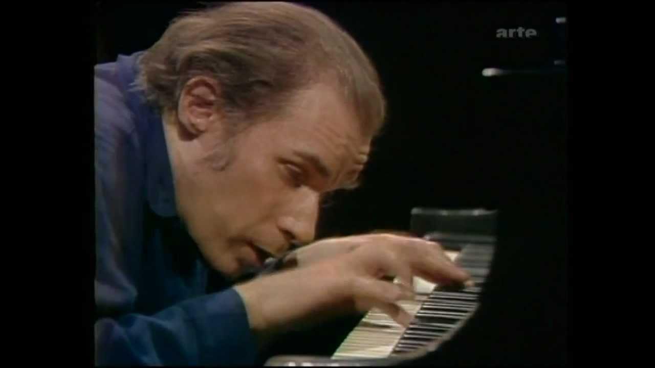 la posizione al pianoforte di glenn gould