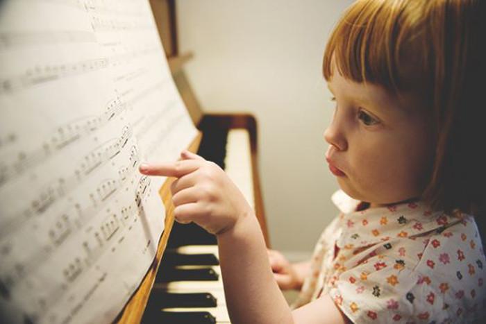 studiare uno strumento musicale aumenta le capacità di lettura