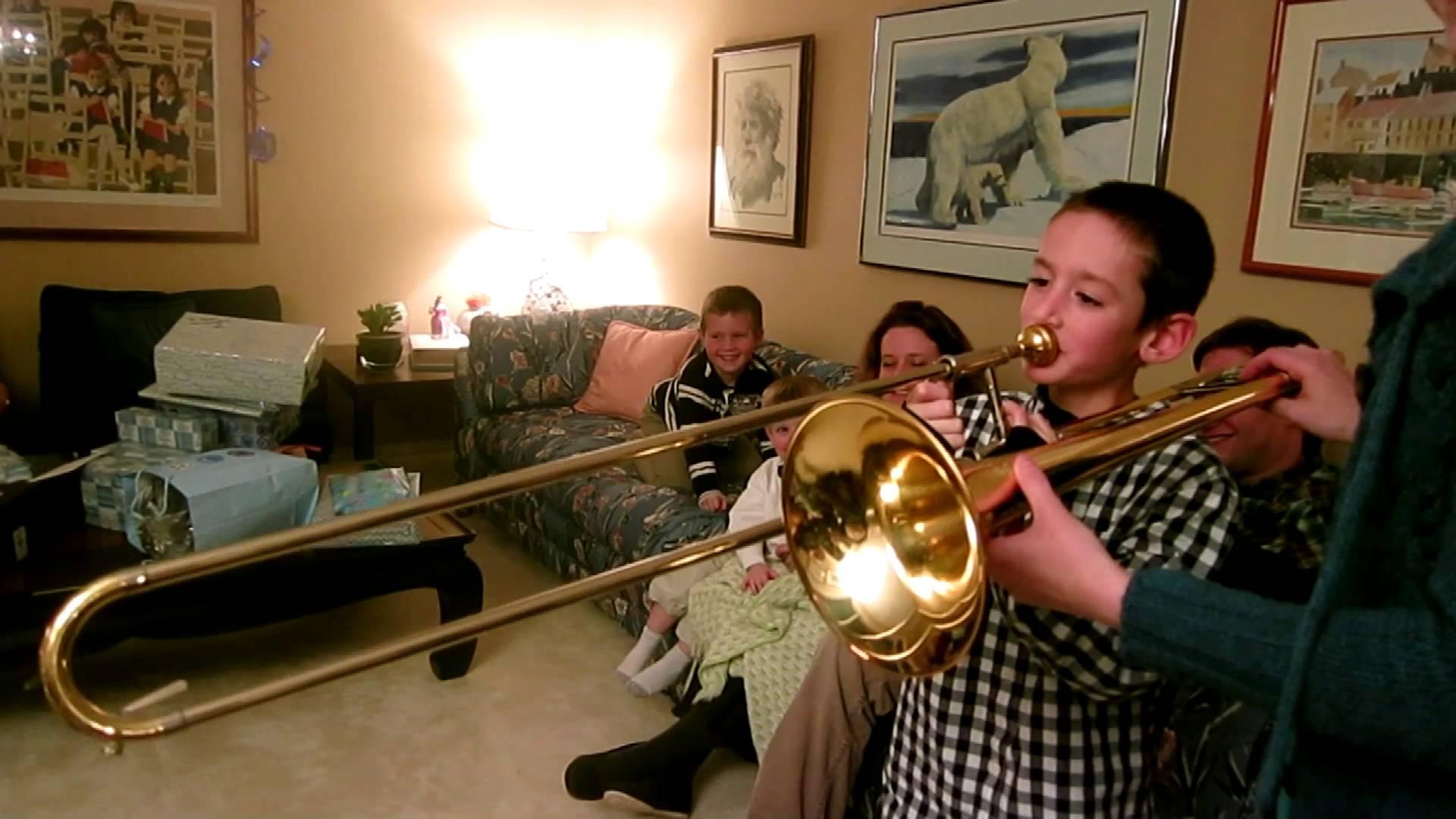 bambino suona trombone