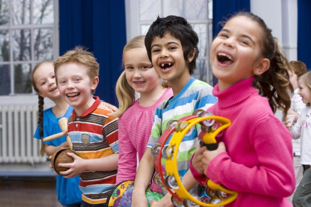 L'esperimento 25 bambini autistici hanno suonato e cantato, 25 no