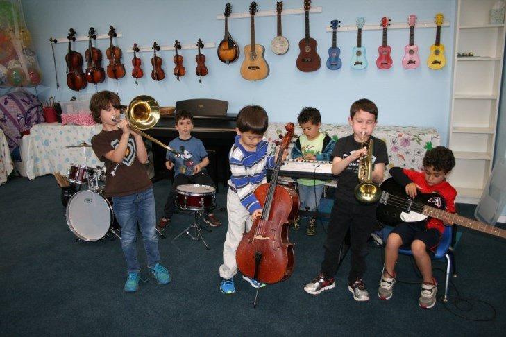 giovani musicisti testati durante le loro improvvisazioni